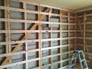 和室壁等の断熱材が入っていなかった壁には断熱ボードを使用